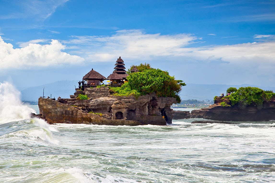 The Tanah Lot Temple, the most important hindu temple of Bali, Indonesia.